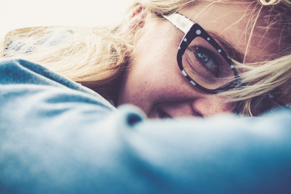 Brillen in verschillende vormen, maten en kleuren welke past er op jouw neu