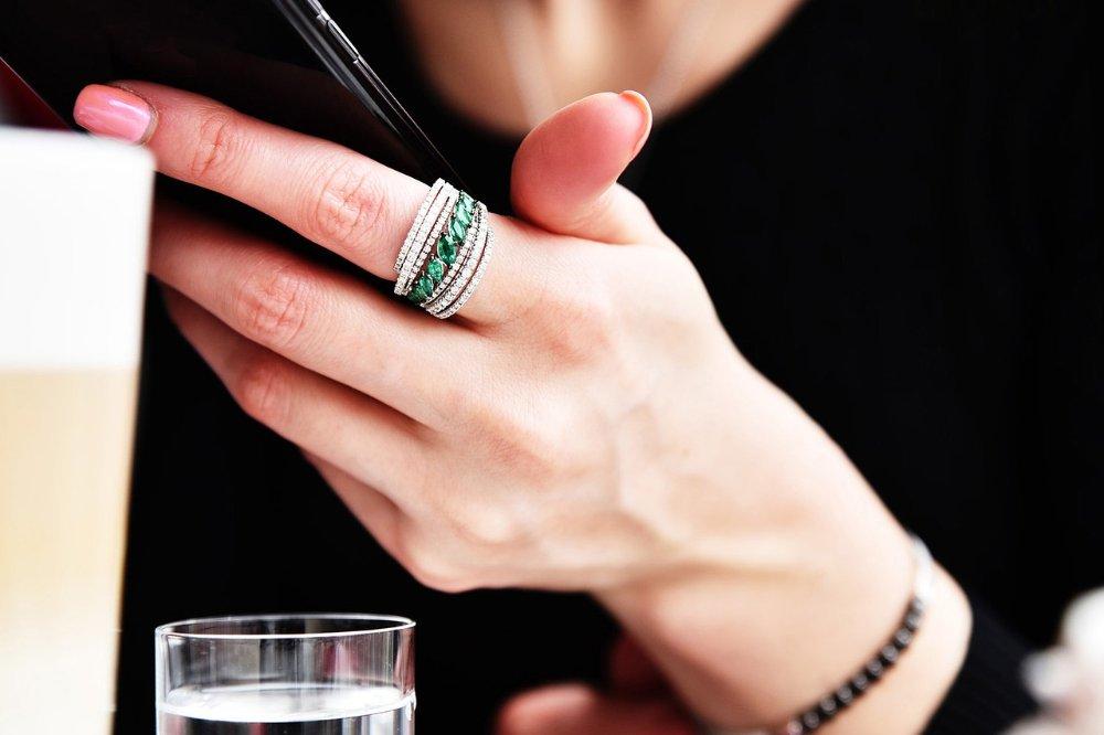 Deze juwelen kies je voor een zakelijke look